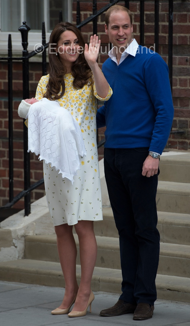 Mcc0062096 ©Eddie Mulholland eddie_mulholland@hotmail.com 07831257107 The Duke and Duchess of Cambridge's baby girl born today at St Mary's hospital London.