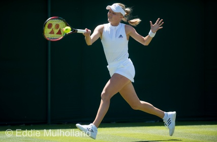 Mcc0082379 © Eddie Mulholland Wimbledon . Brit Harriet Dart who was defeated by Karolina Pliskova.